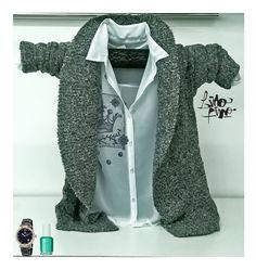 saco cuello smocking en gris + camisa en gasa con corona