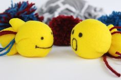 Cats Toys Ideas - Who doesn want to spoil their favorite feline? Now you can without spending lots of cash or being super crafty with these 15 EASY diy cat toys! - Ideal toys for small cats Cool Cat Toys, Homemade Cat Toys, Cat Litter Mat, Diy Cat Tree, Ideal Toys, Guinea Pig Toys, Small Cat, Felt Toys, Diy Stuffed Animals