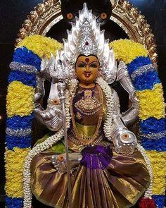 Indian Goddess, Goddess Lakshmi, Lord Shiva Pics, Durga Images, Rangoli Ideas, Lord Krishna Wallpapers, Rangoli Designs With Dots, Ganesha, Amman