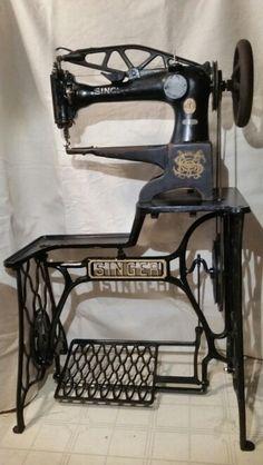 Singer cobbler model 29-4 treadle. Made in 1922. A cobbler machine is for shoe and leather repair.  It can sew in any direction. The machine head is original,  only cleaned and oiled.  The treadle base has been refinished.