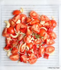 Tomatensaus van verse tomaten (basis pastasaus) - Mind Your Feed Healthy Soda, Healthy Drinks, Healthy Snacks, Healthy Recipes, Vegetable Dishes, Vegetable Recipes, Bruchetta Recipe, Pasta Recipes, Cooking Recipes