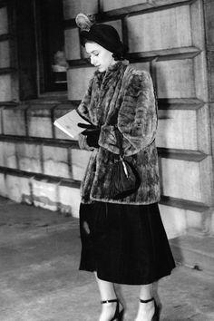 Princess Margaret's Best Style Moments - Royal Fashion of Princess Margaret Princess Alice Of Battenberg, Princess Anne, Royal Princess, Elizabeth Ii Young, Queen Elizabeth Ii, Duchess Of York, Duke And Duchess, Viscount Severn, Margaret Rose