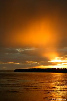 Sunset over the Columbia River, Oregon- Stunning and we love this place! .We've been there many times and can't wait to go again! C2C Travels loves this! Need a trip planned and coordinated? C2C Travels can do that for you! 2744.mtravel.com/