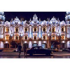 La Habana Cuba - Centro Gallego / Gran Teatro de La Habana en noche