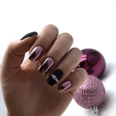 60 Amazing Festive Christmas Nail Art Designs Celebrate Christmas all month long with these perfect holiday nail designs Shellac Nail Designs, Shellac Nails, Cool Nail Designs, Nail Manicure, Nails Design, Holiday Nails, Christmas Nails, Christmas Eve, Holiday Makeup