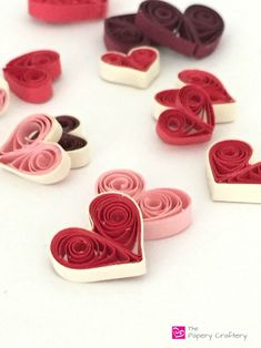 to Make Quilling Paper Hearts : 4 Different Ways! How to make quilling paper hearts: 4 different waysHow to make quilling paper hearts: 4 different ways Paper Quilling Patterns, Quilling Paper Craft, Easy Paper Crafts, Diy Paper, Diy Crafts, Valentine Day Crafts, Valentines, Valentine Decorations, Paper Decorations