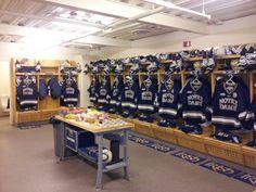 Notre Dame Hockey locker room Notre Dame Athletics, Hot Hockey Players, Go Irish, Fighting Irish, Buffalo Bills, Chicago Blackhawks, Lacrosse, Dressing Room, Mudroom
