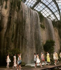 magisk på catwalken hos #chanel #waterfall #pfw via ELLE NORWAY MAGAZINE OFFICIAL INSTAGRAM - Fashion Campaigns  Haute Couture  Advertising  Editorial Photography  Magazine Cover Designs  Supermodels  Runway Models