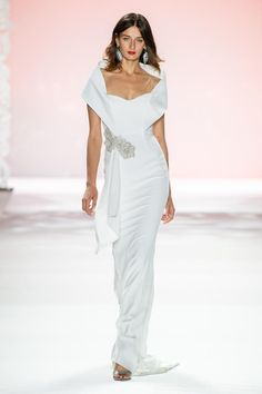 Badgley Mischka Spring 2020 Ready-to-Wear Fashion Show Collection: See the complete Badgley Mischka Spring 2020 Ready-to-Wear collection. Look 46 80s Fashion, White Fashion, Fashion 2020, Modest Fashion, Couture Fashion, Runway Fashion, Fashion Dresses, London Fashion, Fashion Pants