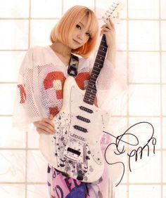 Scandal Japanese Band, Mami Sasazaki, Bass, Guitar Girl, Female Guitarist, Girl Bands, Playing Guitar, Fashion Models, Women's Fashion