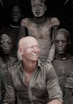 """Jimmy Nelson, photographe anglais. Peuples d'Ethiopie, vallée de l'Omo. """"Before they pass away"""", les dernières ethnies. Dalai Lama, Jimmy Nelson, Famous Photographers, Photography Projects, Passed Away, People Of The World, Life Magazine, Life Drawing, New Books"""