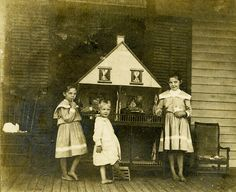 Vintage photo - 1903. Girls & their dollhouse