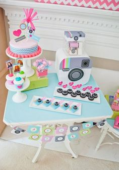 Birthday party ideas for teens and tween girls. Here are 15 fun teen birthday party ideas for your daughter's next party. Instagram Party, Instagram Birthday Party, Instagram Cake, 15th Birthday Party Ideas, 14th Birthday, Ideas Party, Cake Birthday, Birthday Decorations, Party Party