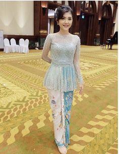 Kebaya Lace, Kebaya Hijab, Kebaya Brokat, Dress Brokat, Kebaya Dress, Batik Kebaya, Muslim Wedding Dresses, Bridesmaid Dresses, Kebaya Encim Modern