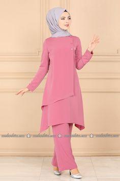 Nusret Hotels – Just another WordPress site Fancy Dress Design, Stylish Dress Designs, Stylish Dresses, Long Dress Fashion, Abaya Fashion, Fashion Dresses, Mode Abaya, Muslim Women Fashion, Pakistani Dress Design