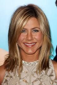 Pictures of Jennifer Aniston Layered Long Bob Hairstyle. Get hairstyles ideas and inspiration with Jennifer Aniston Layered Long Bob Hairstyle. Medium Length Hair Cuts With Layers, Medium Hair Cuts, Medium Hair Styles, Short Hair Styles, Haircuts For Long Hair, Long Bob Hairstyles, Trendy Hairstyles, Jennifer Aniston Short Hair, Hair Evolution
