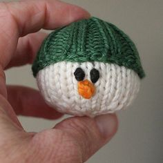 Ravelry: Parson Brown (a snowman) pattern by Emily Ivey Crochet Christmas Ornaments, Christmas Knitting Patterns, Knitting Patterns Free, Free Knitting, Free Pattern, Christmas Crafts, Xmas Decorations, Knitting Projects, Winter Wonderland