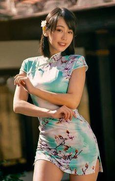 Asian Woman, Asian Girl, Oriental Dress, Vespa Girl, Traditional Dresses, Traditional Fabric, Cheongsam Dress, Hey Girl, Beautiful Asian Women