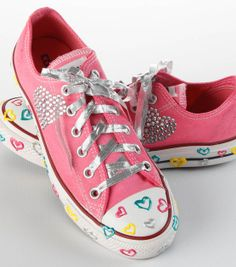 Cute #DIY Summer Craft Project --- #Upcycle old sneakers to add some personality!