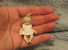 Miniature handmade MINI BABY GIRL SCULPT ooak JOINTED DOLLHOUSE OUTFIT CLOTHES
