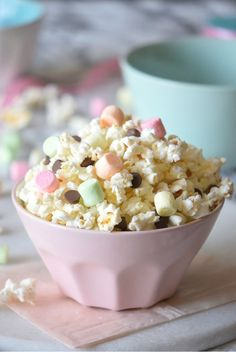 Unicorn Smore Popcorn Mix - The Ultimate Smore Popcorn Mix In, only 3 ingredients, ready to go in 3 minutes, and better than any cake! Popcorn Mix, Popcorn Recipes, Dessert Recipes, Desserts, Yummy Treats, Sweet Treats, Yummy Food, Rainbow Unicorn Party, Unicorn Foods