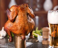 Az Amerikából elterjedt népszerű módszerrel egyszerűen készíthetsz egyben csirkét a konyhai sütőben vagy fedett grillben. Kívül szép pirosra sül, belül istenien omlós lesz a húsa a sörből felszálló gőztől, ráadásul sütés közben magára hagyhatod.