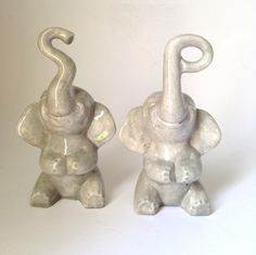 Fun Vintage Elephant Salt and Pepper Set Gray Ceramic Trunks in the the Shape of S and P by retrowarehouse on Etsy