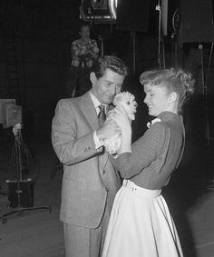 Debbie Reynolds & Eddie Fisher Hollywood Icons, Golden Age Of Hollywood, Hollywood Stars, Classic Hollywood, Old Hollywood, Hollywood Actresses, Todd Fisher, Eddie Fisher, Carrie Fisher Family