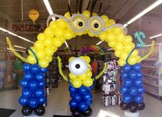 Minion balloon arch and column but change it to pink for girls Minions Birthday Theme, 2 Birthday, Minion Theme, Birthday Balloons, Birthday Party Themes, Minion Party Decorations, Balloon Decorations Party, Birthday Decorations, Minion Balloons