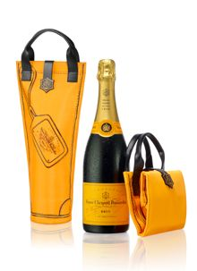 Veuve Cliquot My favorite Champagne.made by an amazing single mother. She revolutionized the Champagne industry! Champagne Gift Baskets, Champagne Gifts, Veuve Cliquot, Reims, French Wine, Sparkling Wine, Wine And Spirits, Wine Cellar, Wine Country