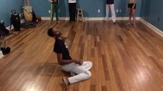 We are working on a new sequence @ehcapoeira ! It's not perfect but the idea is there.