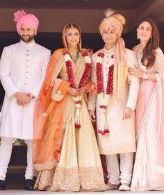 Soha Ali Khan's Wedding - Family picture with Saif Ali Khan, Kareena Kapoor and the newly weds! Indian celebrity wedding #thecrimsonbride