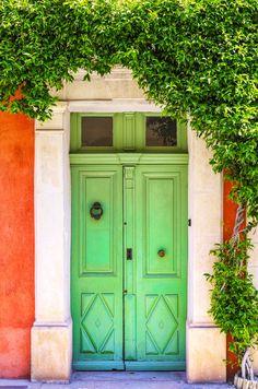 Green Door in Aigues-Mortes, Gard, France Porch Doors, Door Entryway, Windows And Doors, House Entrance, Entrance Doors, Doorway, Cool Doors, Unique Doors, Door Knockers