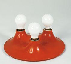Triteti tipologia: lampade designer: Vico Magistretti azienda: Artemide anno di progettazione: 1967  Triennale Design Museum, Collezione Alessandro Pedretti
