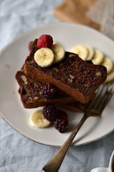 Bolo de banana, nozes e chocolate - Compassionate Cuisine
