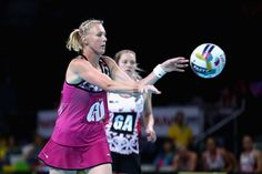 Zanne-Marie Pienaar Photos - Zanne-Marie Pienaar of South Africa makes a pass during the World Series Netball match between New Zealand and South Africa at Hisense Arena on October 2017 in Melbourne, Australia. - World Series Netball Netball, Melbourne Australia, World Series, New Zealand, South Africa, October, Photos, Basketball, Pictures
