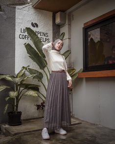 Hijab Style, Casual Hijab Outfit, Ootd Hijab, Niqab Fashion, Street Hijab Fashion, Fashion Outfits, Long Skirt Fashion, Mode Ootd, Muslim Women Fashion