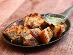 Inihaw na liempo are sliced pork belly are marinated in lemon, fish sauce and garlic mixture and then grilled to perfection over hot coals Bbq Pork, Pork Ribs, Pork Chops, Bbq Grill, Filipino Recipes, Asian Recipes, Filipino Food, Filipino Dishes, Pinoy Recipe