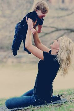 Mother and son portrait - infant photography - Family portrait ideas  - natural lighting- outdoor photography