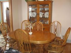 Beautiful Pedestal Oak Dining Room Table With Extra Leaf And Six (6) Chairs