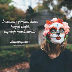 İnsanları yorgun kılan hayat değil, taşıdığı maskelerdir. - Shakespeare #sözler #anlamlısözler #güzelsözler #manalısözler #özlüsözler #alıntı #alıntılar #alıntıdır #alıntısözler #şiir #edebiyat Shakespeare In Love, William Shakespeare, Book Quotes, Life Quotes, Quotations, Qoutes, Philosophical Quotes, Good Sentences, Some Words