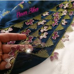 @rabianinignesi_42 👈 #igneoyasimodelleri #sunum #elemeği #göznuru #ceyizlik #havlu #moda #cool #mutfakhavlusu #namazörtüsü #tülbent… Moda Emo, Bargello, Baby Knitting Patterns, Pink, Elsa, Brooch, Create, Instagram, Jewelry