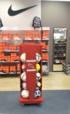 Gebrandete Ballständer, Display 3 D, Promotion, Display, Sports, New Technology, Custom Cars, Things To Do, Products, Floor Space