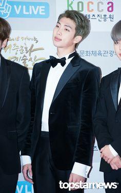 Rap Monster ❤ BTS at the 2016 Korean Popular Cultural and Art Awards #BTS #방탄소년단