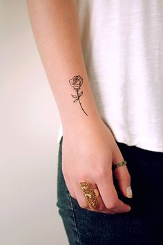 Small rose tattoo / small temporary tattoo / floral temporary tattoo / flower tattoo / vintage tattoo - I love tattoos with a vintage feel to it and this drawing of roses is absolutely perfect. Temporary Tattoo Ink, Ink Tattoo, Tattoo Diy, Tattoos Skull, Foot Tattoos, New Tattoos, Tattoos For Guys, Sleeve Tattoos, Tattoos For Women