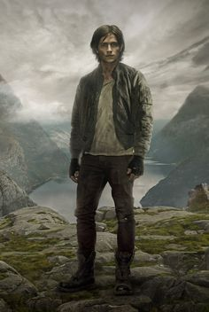 The 100 - Thomas McDonell as Finn Collins. One of my favorite characters. The 100 Tv Series, The 100 Serie, The 100 Show, The 100 Cast, Thomas Mcdonell, Eliza Taylor, Kane The 100, The 100 Poster, 100 Season 2