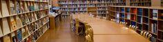Biblioteca - Museo Guggenheim Bilbao. La biblioteca del Museo está especializada en arte contemporáneo y en la propia Colección Guggenheim. Su fondo abarca principalmente desde la segunda mitad del siglo XX hasta la actualidad, período que corresponde también con el arranque de la selección de obras de la Colección Propia.