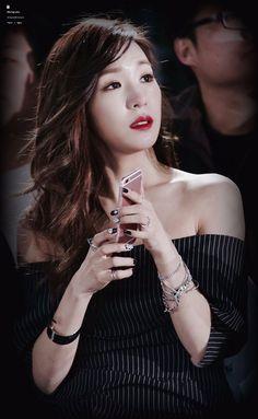 snsd TIFFANY Tiffany Girls, Snsd Tiffany, Tiffany Hwang, Latest Fashion Trends, Trendy Fashion, Sehun, Taeyeon Jessica, Pink Ocean, Krystal Jung