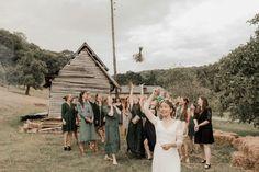 Un mariage simple et champêtre en Normandie - Photos : Typhaine J Photographie - Blog mariage : La mariée aux pieds nus Marie, Photos, Straw Bales, Pictures