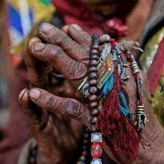 Las manos juntas, INCREÍBLE fotografía de NATIVO AMERICANO